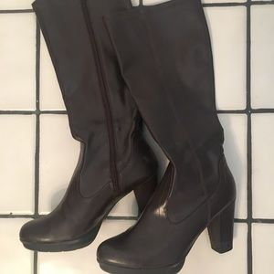 Kenneth Cole Reaction mid calf zip up boots